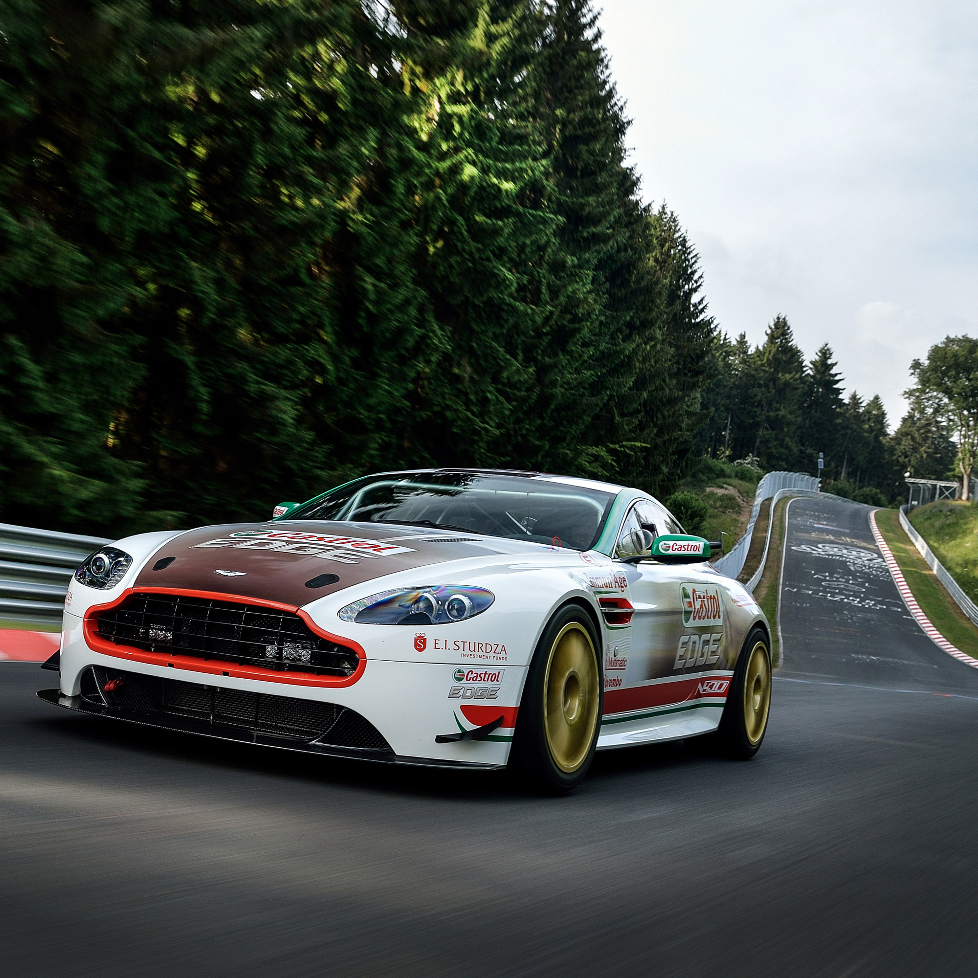 Castrol backs Aston Martin